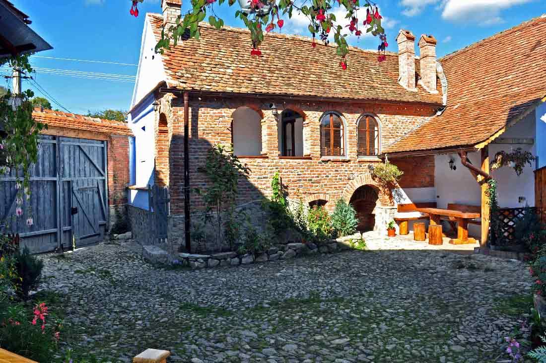 romania cottage pictures, transylvania farm house photos sibiu