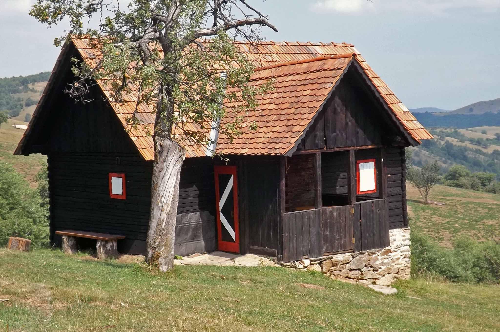 mountain getaway transylvania, log cabin holidays romania