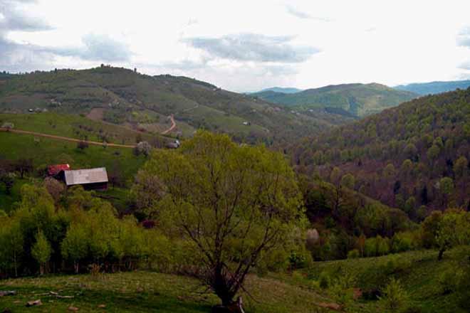 carpathian mountain hut rental, romanian mountain getaway for hiking in transylvania
