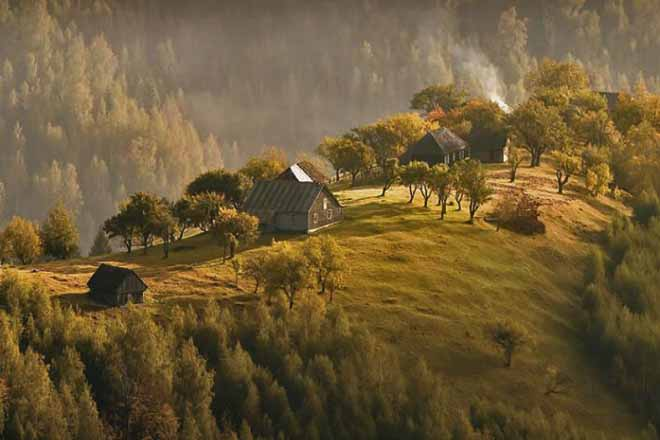 holiday log cabin transylvania for hiking in the carapathian mountains romania