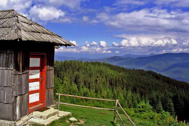 holiday hut for rent in the carpathian mountains, shepherds hut romania