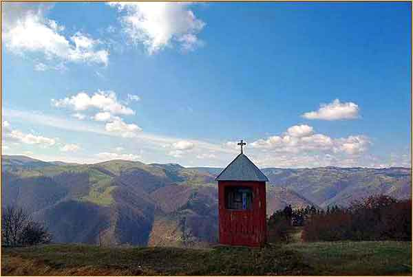 walks and hikes cindrel mountain range sibiu transylvania