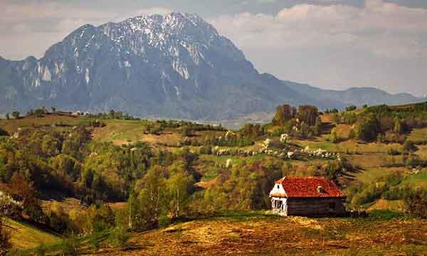 romanian carpathian mountains hiking transylvania