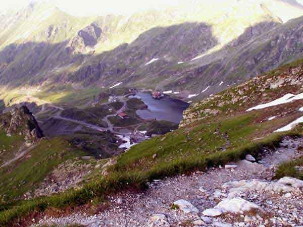 romanian carpathian mountains trekking transylvania