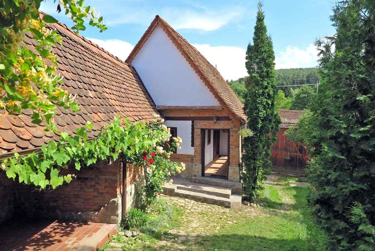 cazare casa traditionala taraneasca rustica | vacanta la munte marginimea sibiului