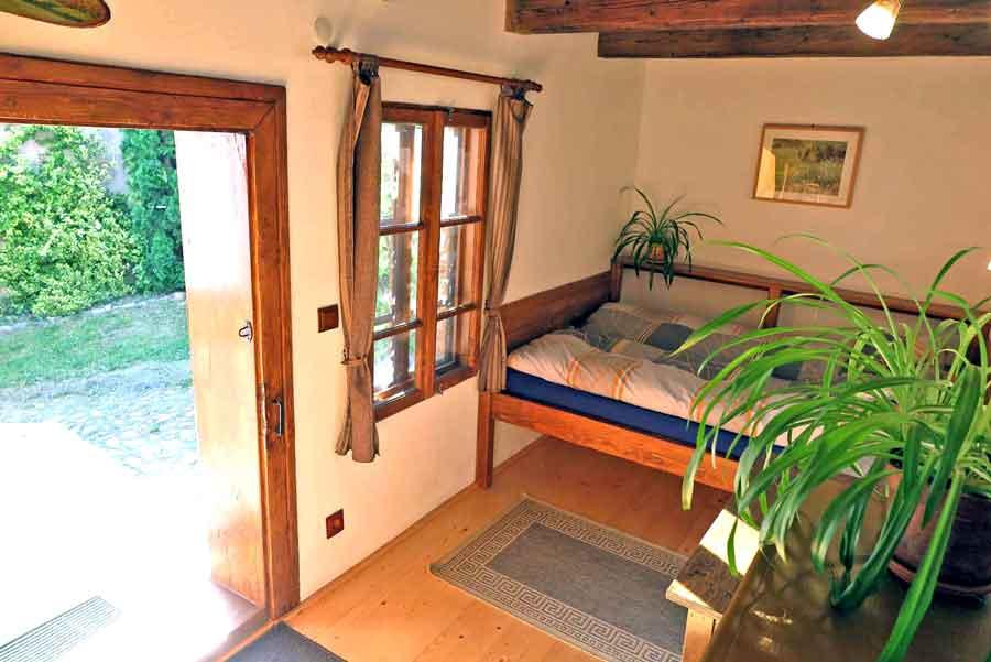casa de vacanta rustica langa la tara langa sibiua   cazare marginimea sibiului cu familia si copii