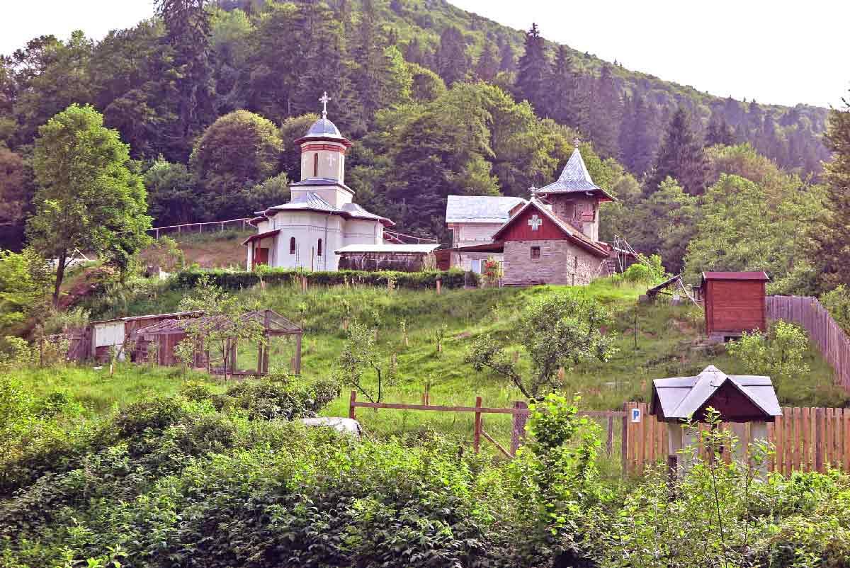 atractii de vizitat in marginimea sibiului | manastirea sfanta treime sibiel