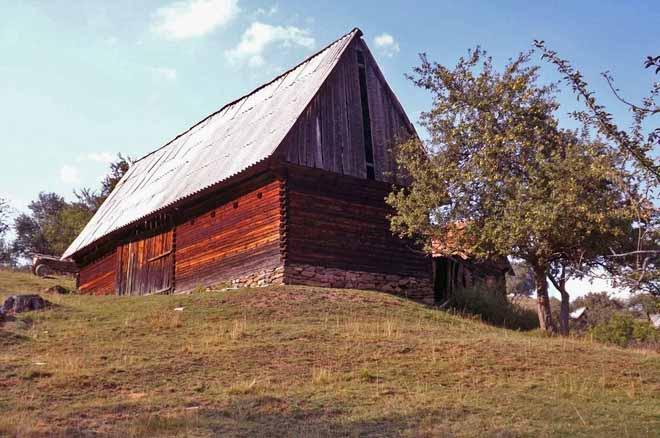 cazare cabana de vacanta cu drumetii pe munte sibiu