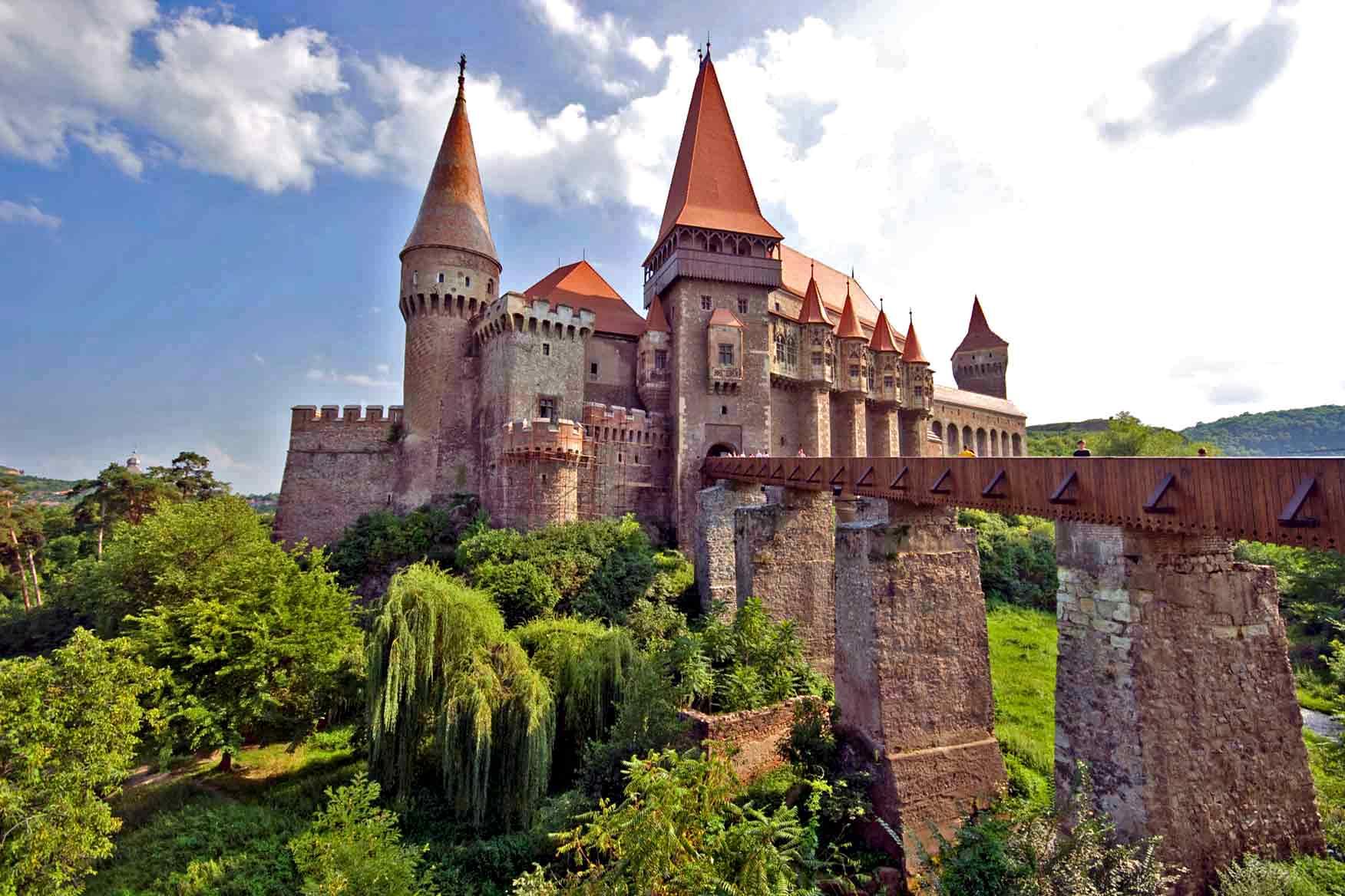 poze cu castele, biserici fortificate   imagini cu manastiri   transilvania obiective turistice ardeal