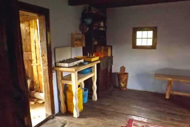 cabane de berger transylvanie. refuge de berger dans les carpates roumaines