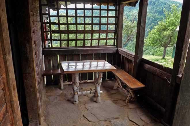 carpates cabane de berger en bois sibiu