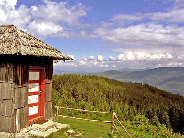 wandern in den bergen der karpaten rumäniens
